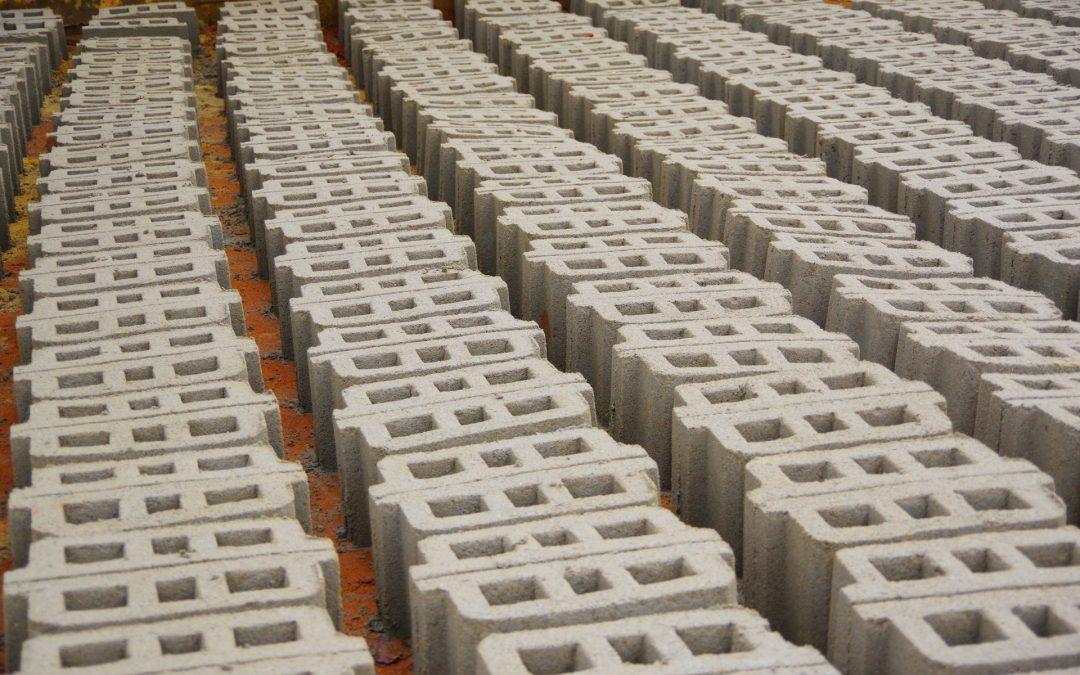 Atelier de fabrication de briques et d'élévation de murs de la place Sakpata Dohami